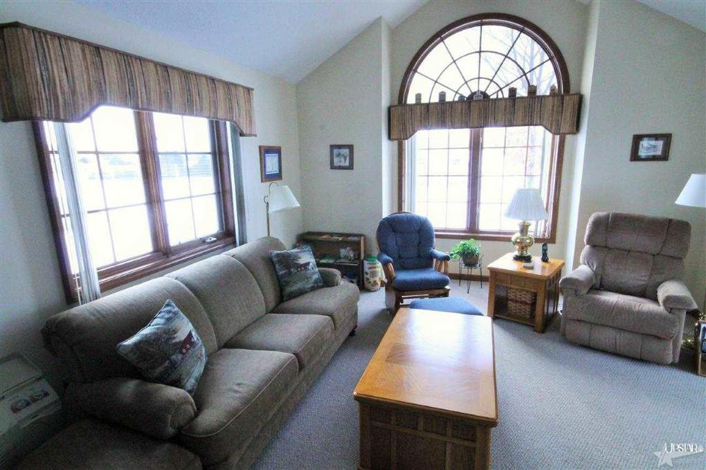 227 E Till Rd Fort Wayne In 46825 Realtor Com Vaulted Living Rooms Ranch House Building A House