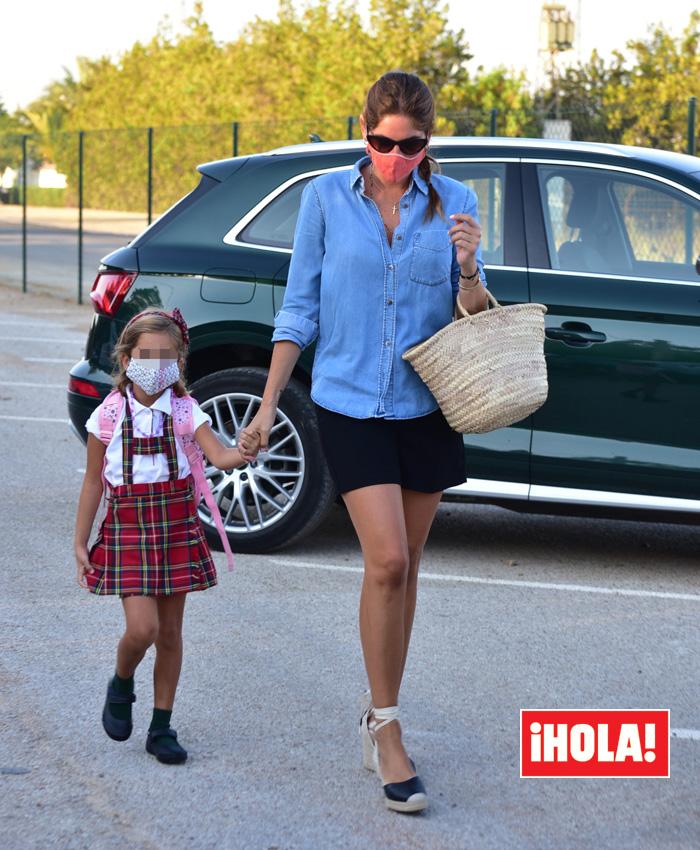 Lourdes Montes, en la vuelta al cole de la pequeña Carmen