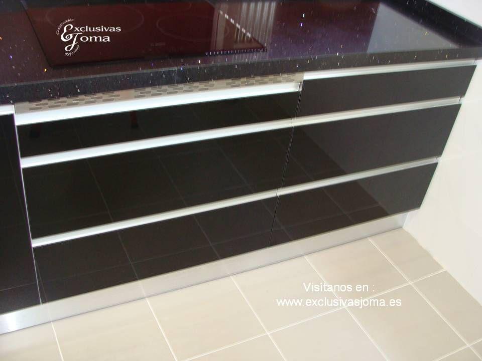 Nueva instalaci n de muebles de cocina en negro alto for Precio cocina nueva