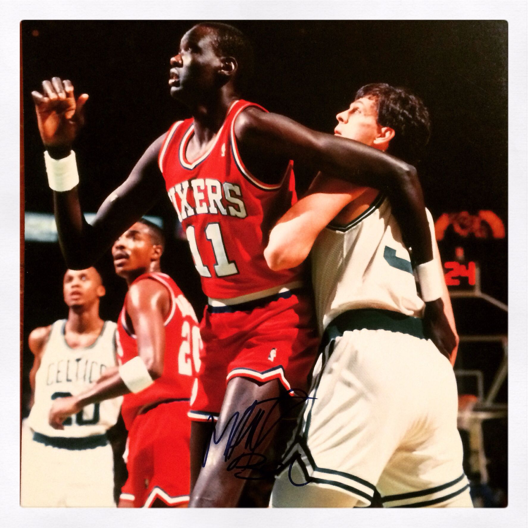 Manute Bol  sixers vintage signed photo  a7ad34332