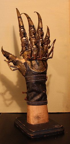 Dr. Hugo Von Richt's mechanical glove for experimental Phrenoscalpoteraputic treatment
