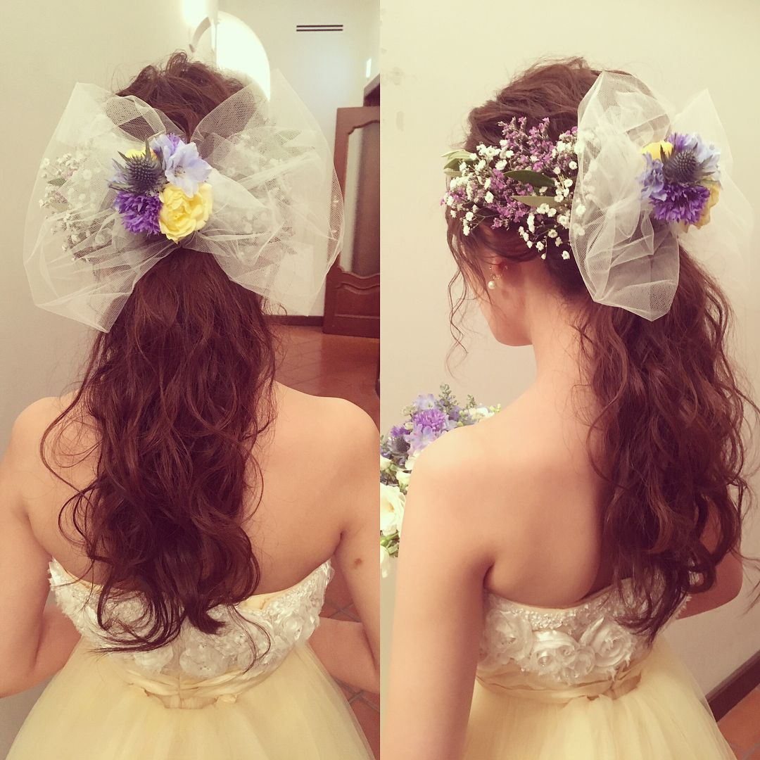チュールリボンとお花でアレンジしたブライダルヘアが可愛すぎ Marry