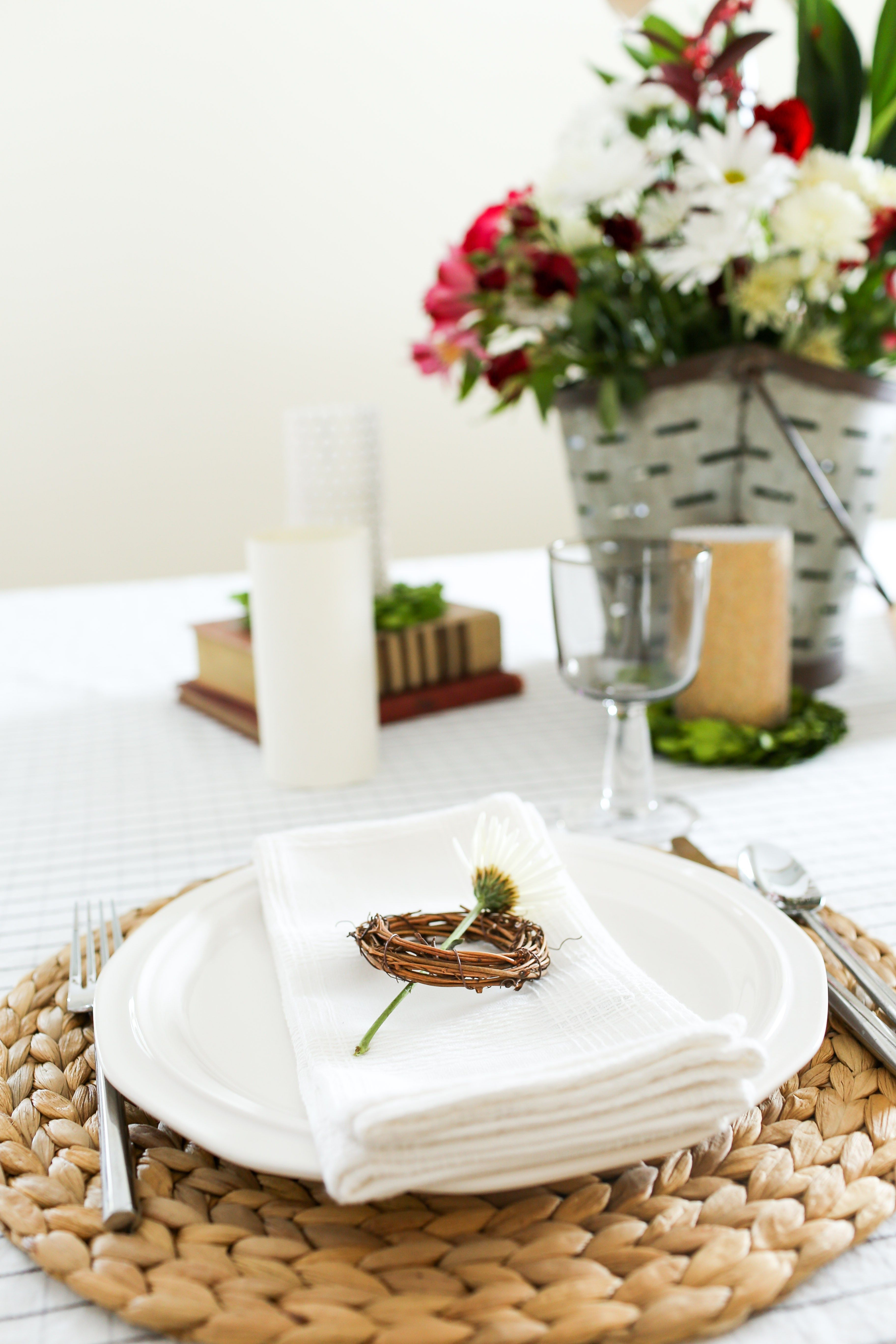 Daisy and grapevine wreath used in table setting. | Vintage table setting. | thedempsterlogbook  sc 1 st  Pinterest & Daisy and grapevine wreath used in table setting. | Vintage table ...