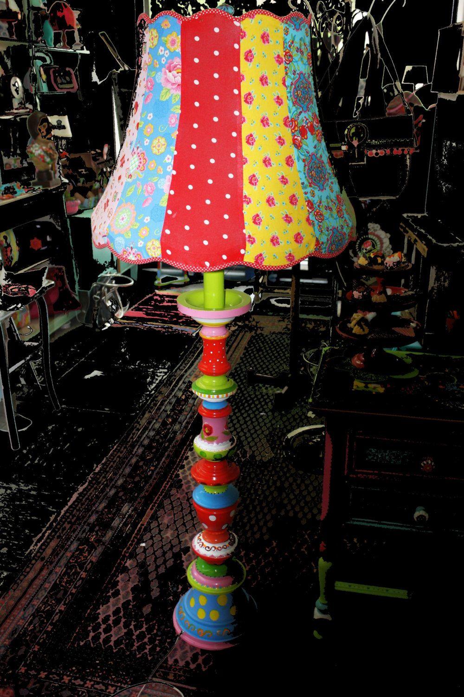 stehlampe bunte designer lampe upcycling omalampe ooak weihnachten bodenlampe kinderzimmerlampe. Black Bedroom Furniture Sets. Home Design Ideas