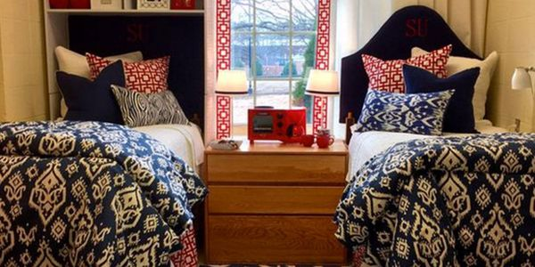 Dorm room decor from Seventeen Magazine. http://www.seventeen.com/life/school/g2481/stylish-college-dorm-rooms/