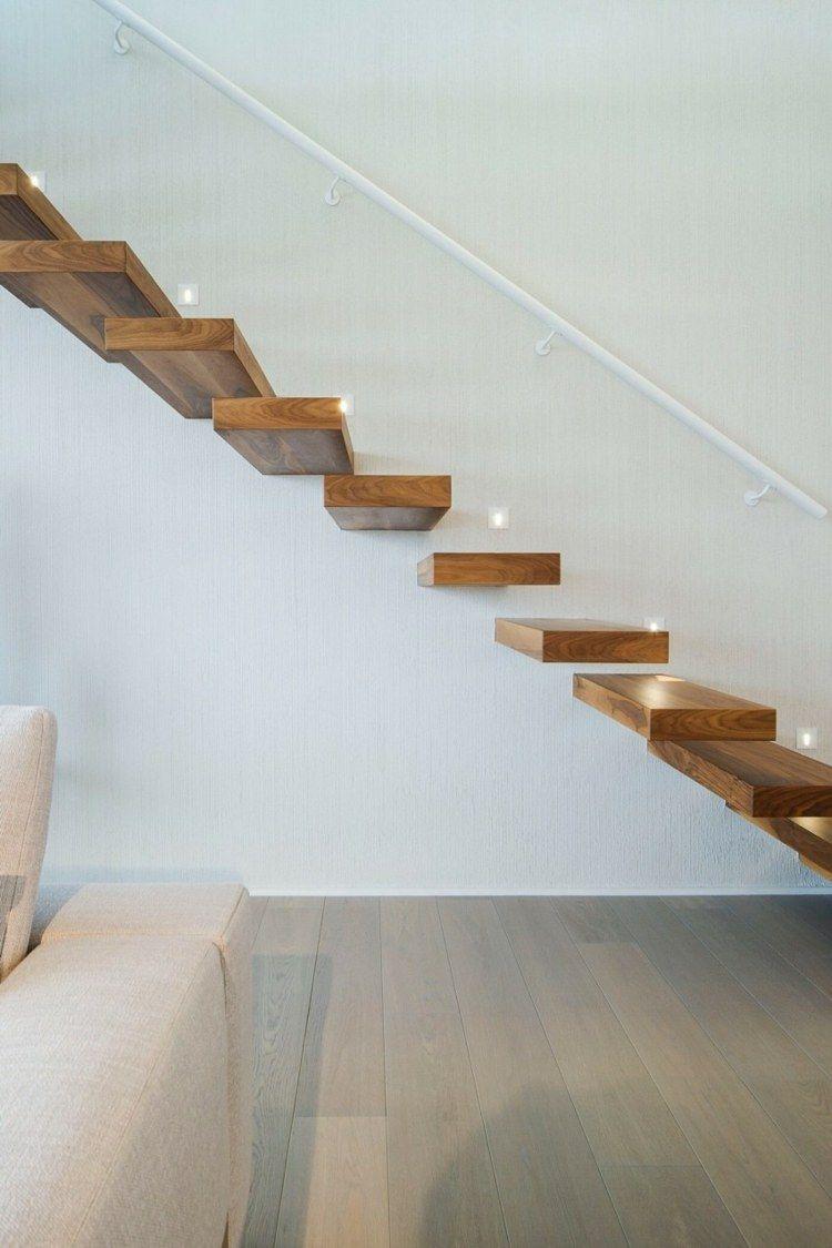 Escalier suspendu en bois massif main courante blanc neige et sol en parquet ch ne massif Parquet chene massif marbre blanc