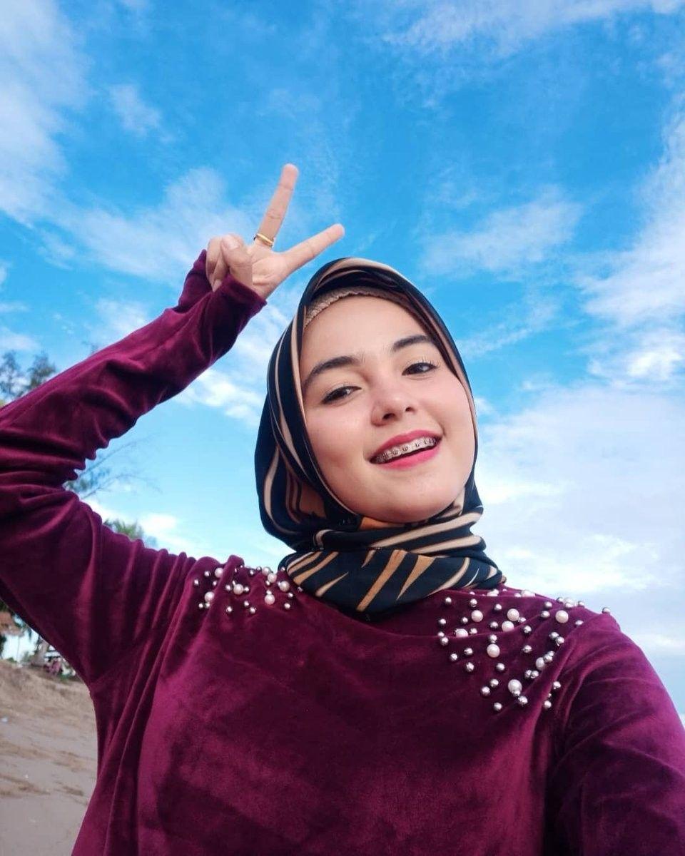 Cukup dua saja pas.. Kecantikan, Hijab, Gaya hijab