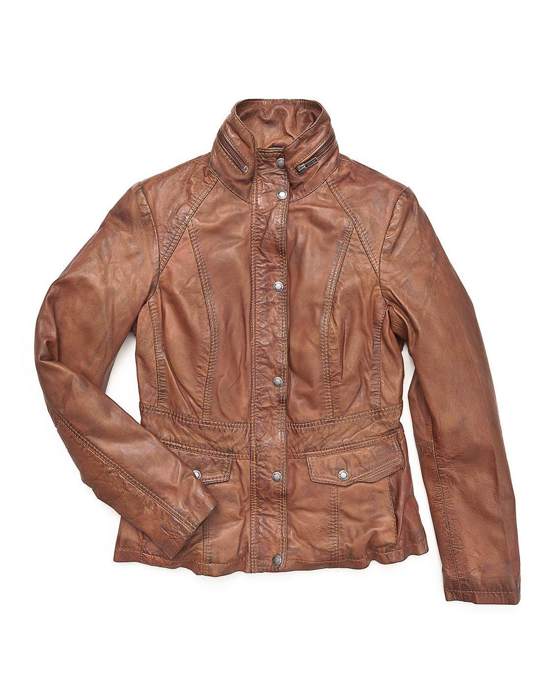 Lederjacke, Damen Chesham    Tolle Lederjacke für Damen von Mustang. Sie wird mit einem Reißverschluss und Knöpfen verschlossen, hat zwei seitliche Einschubtaschen und eine Innentasche. Die Ziernähte, der Stehkragen, sowie die anderen optischen Details machen diese Jacke zu einem echten Highlight.    Kragenform: Stehkragen  Materialzusammensetzung in %: 100% Leder, Schaf / Futter: 100% Baumwoll...