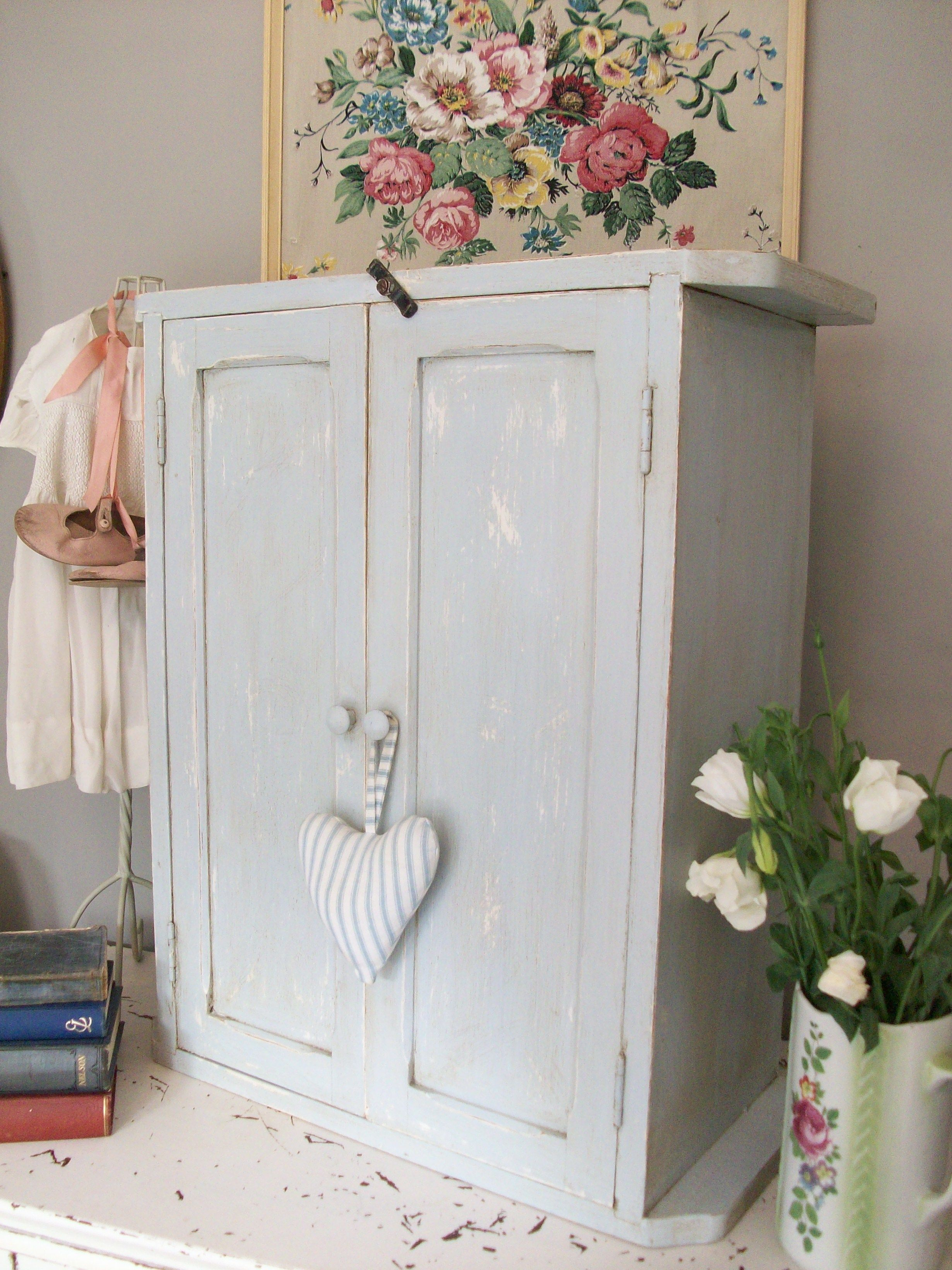 charming island cloud cupboards of image pinterest with diy small paint download white silver cottage granite cupboard kitchen flooring best kitchens cottages stunning