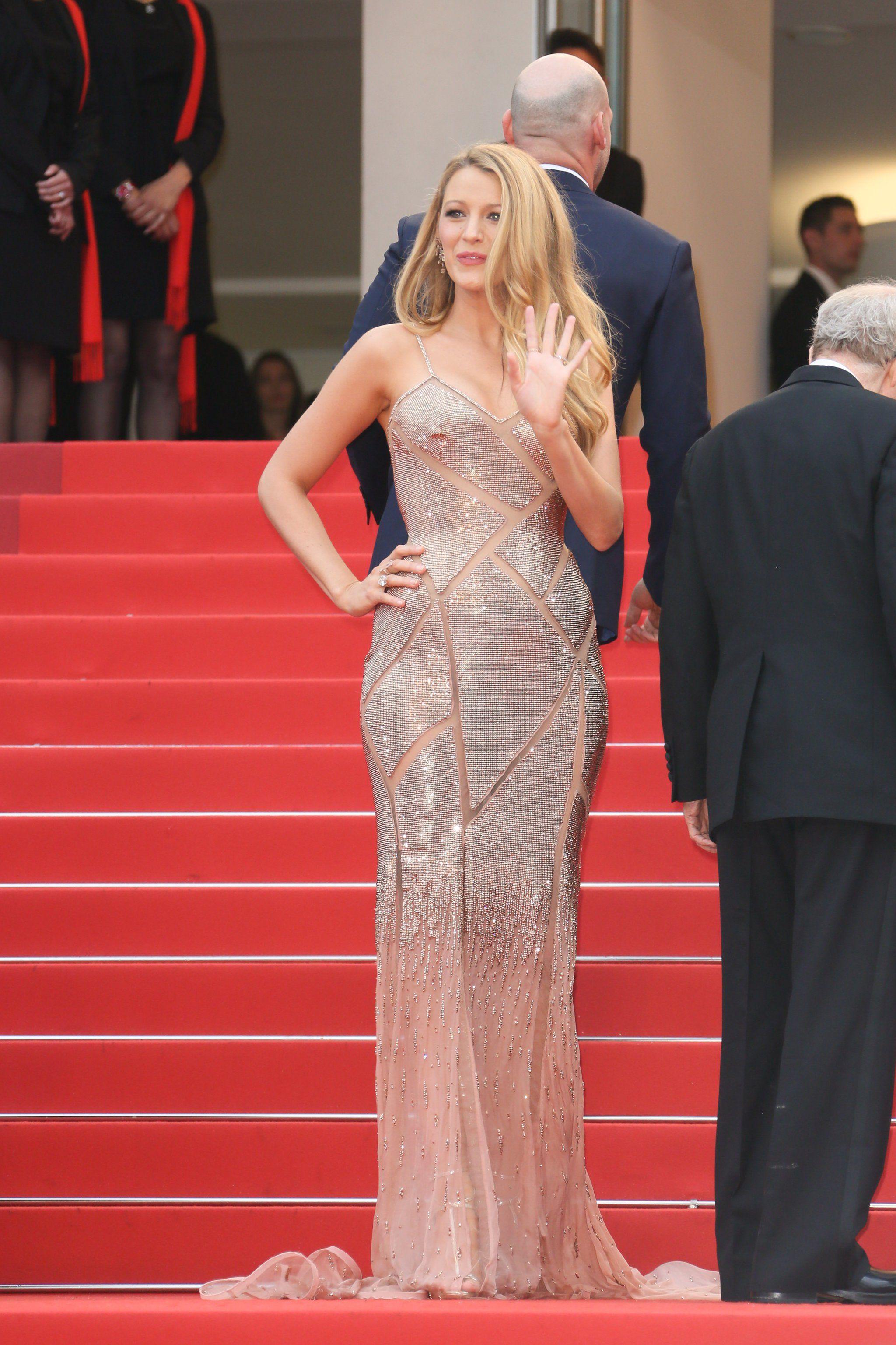 Mai 2016 in einem Kleid von Versace beim Filmfest in Cannes