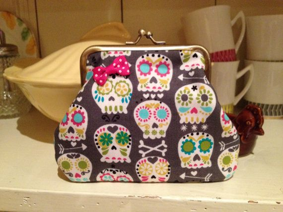 Hey, I found this really awesome Etsy listing at http://www.etsy.com/listing/109406045/retro-vintage-style-mexican-day-of-the