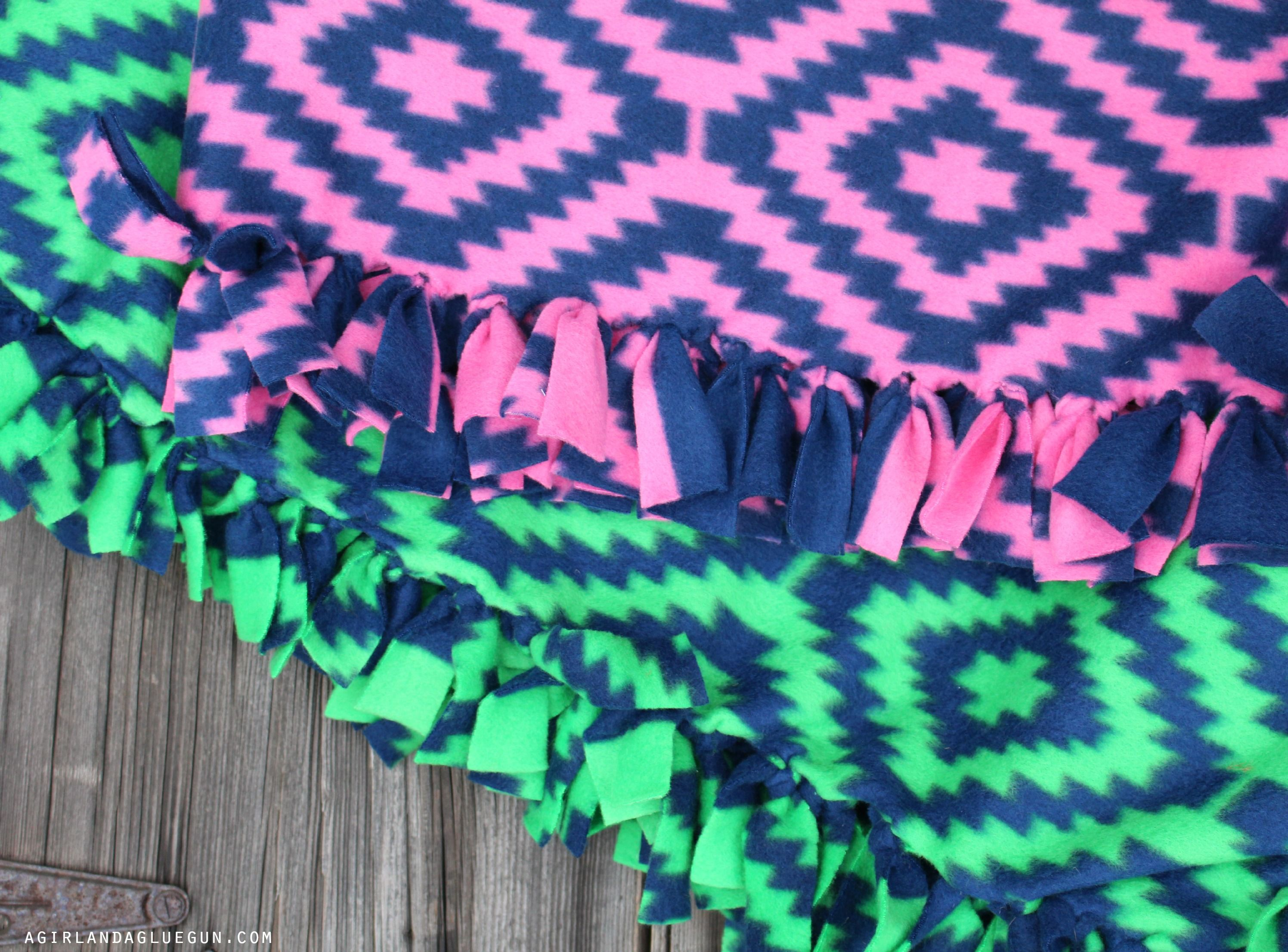 Everything you ever wanted to know about making fleece blankets ... : how to make a knot quilt - Adamdwight.com
