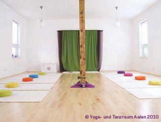 einen ganz besonderen yogaraum einrichten yoga room and white rooms. Black Bedroom Furniture Sets. Home Design Ideas