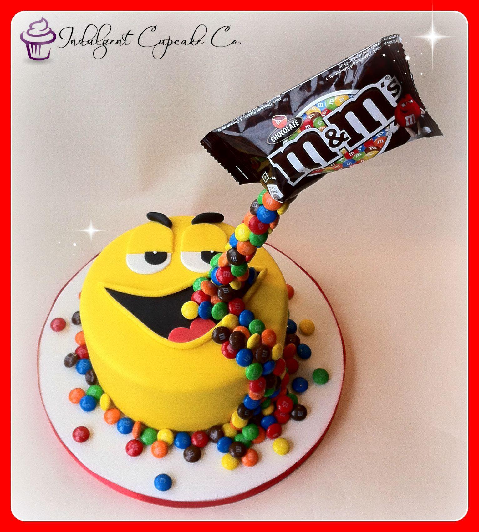 M&Ms gravity cake....... #gravitycake