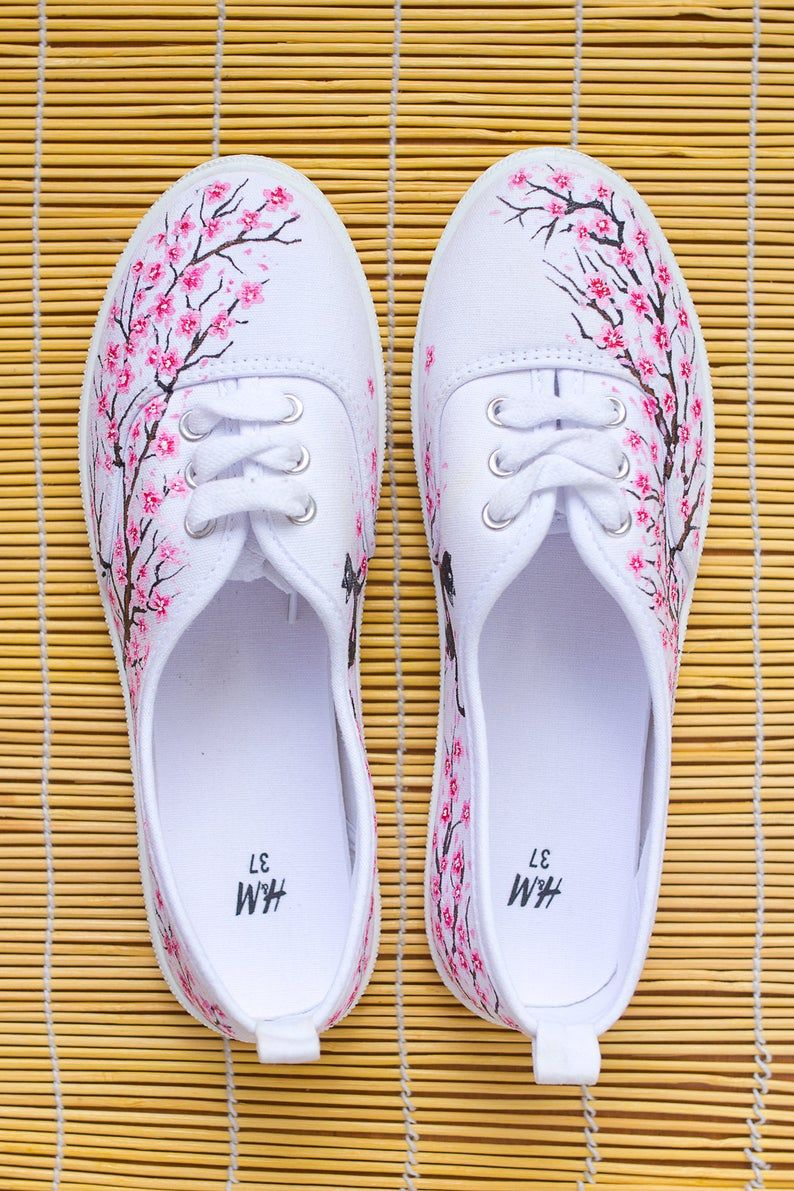 Fantastic Colibri Tie Sneakers with humming bird boho style shoes Hand painted Women Canvas Shoes