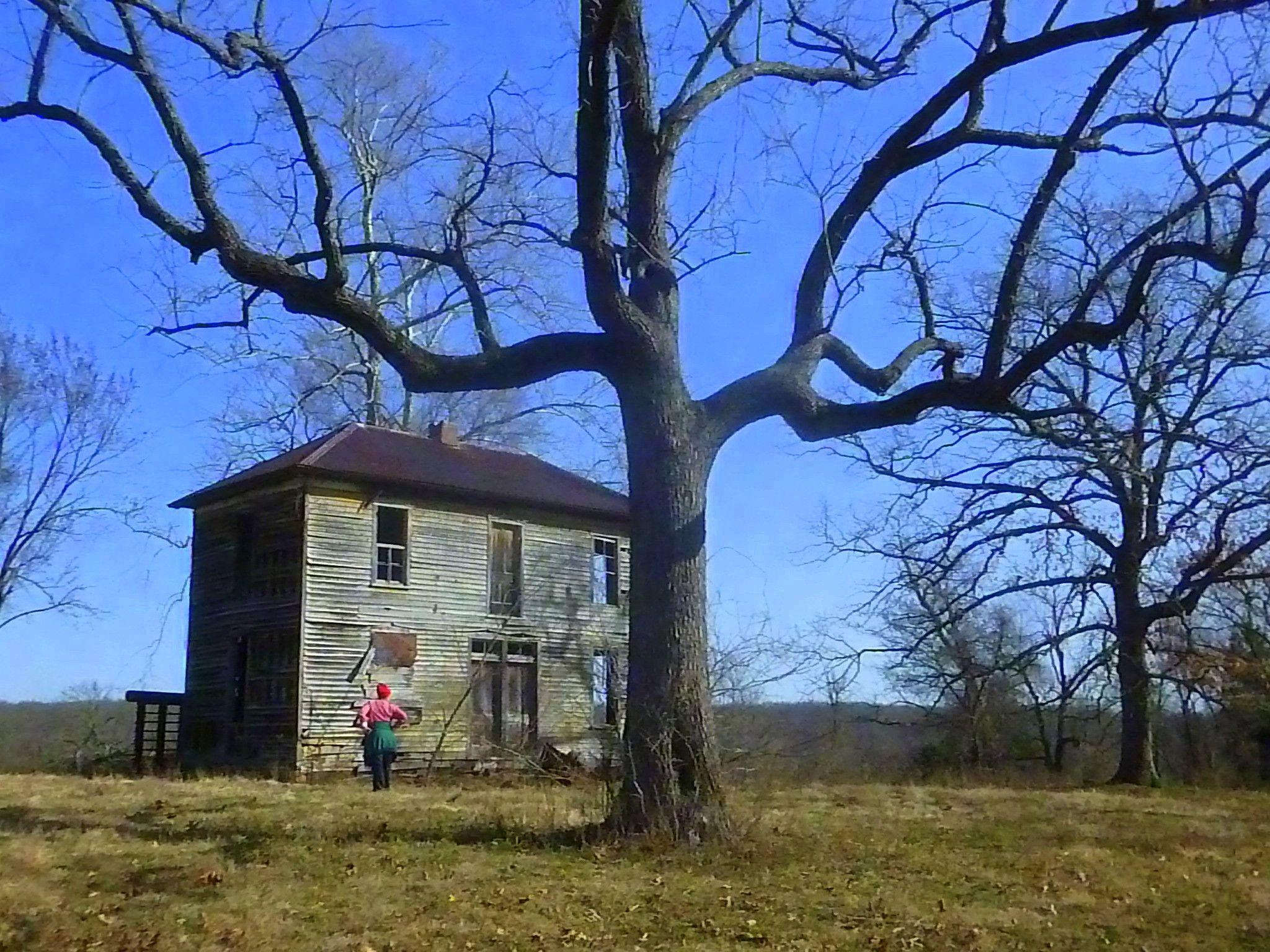 The old Ramsey House near Rock Eddy Bluff