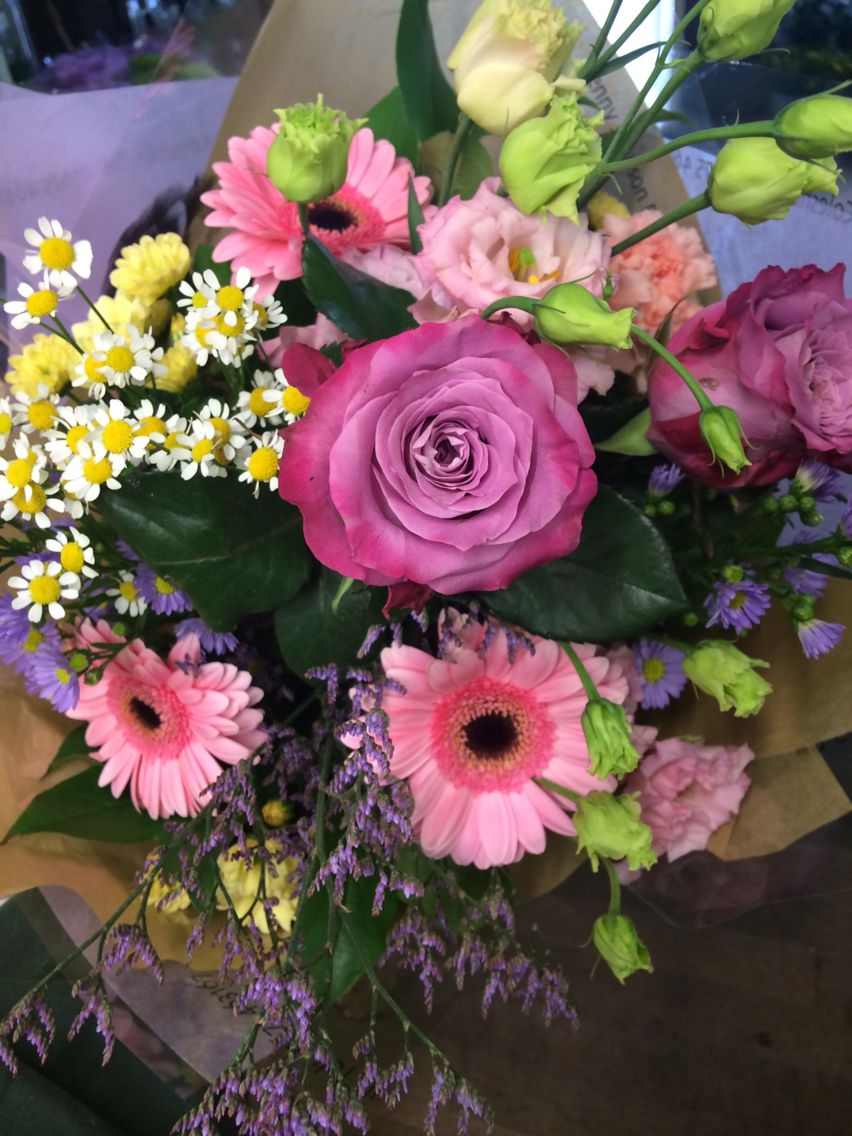 Country garden style bouquet ocean song rose pink Germini Tanecetum daisy pink Lisianthus
