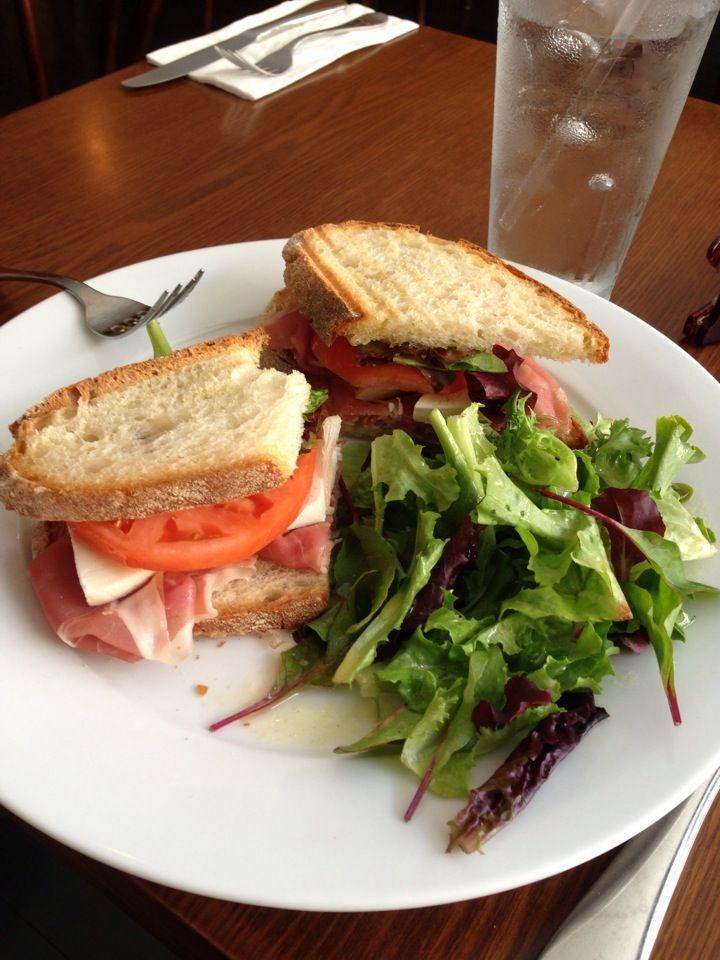 Amici Restaurant Cafe 622 Metropolitan Avenue In Brooklyn Ny Http Amicibrooklyn