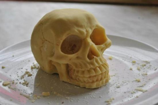 Kleckerlabor | Totenkopf aus weißer Schokolade