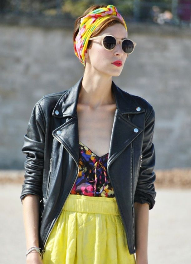 Saia nude + regata colorida l.a + jaqueta preta + turbante