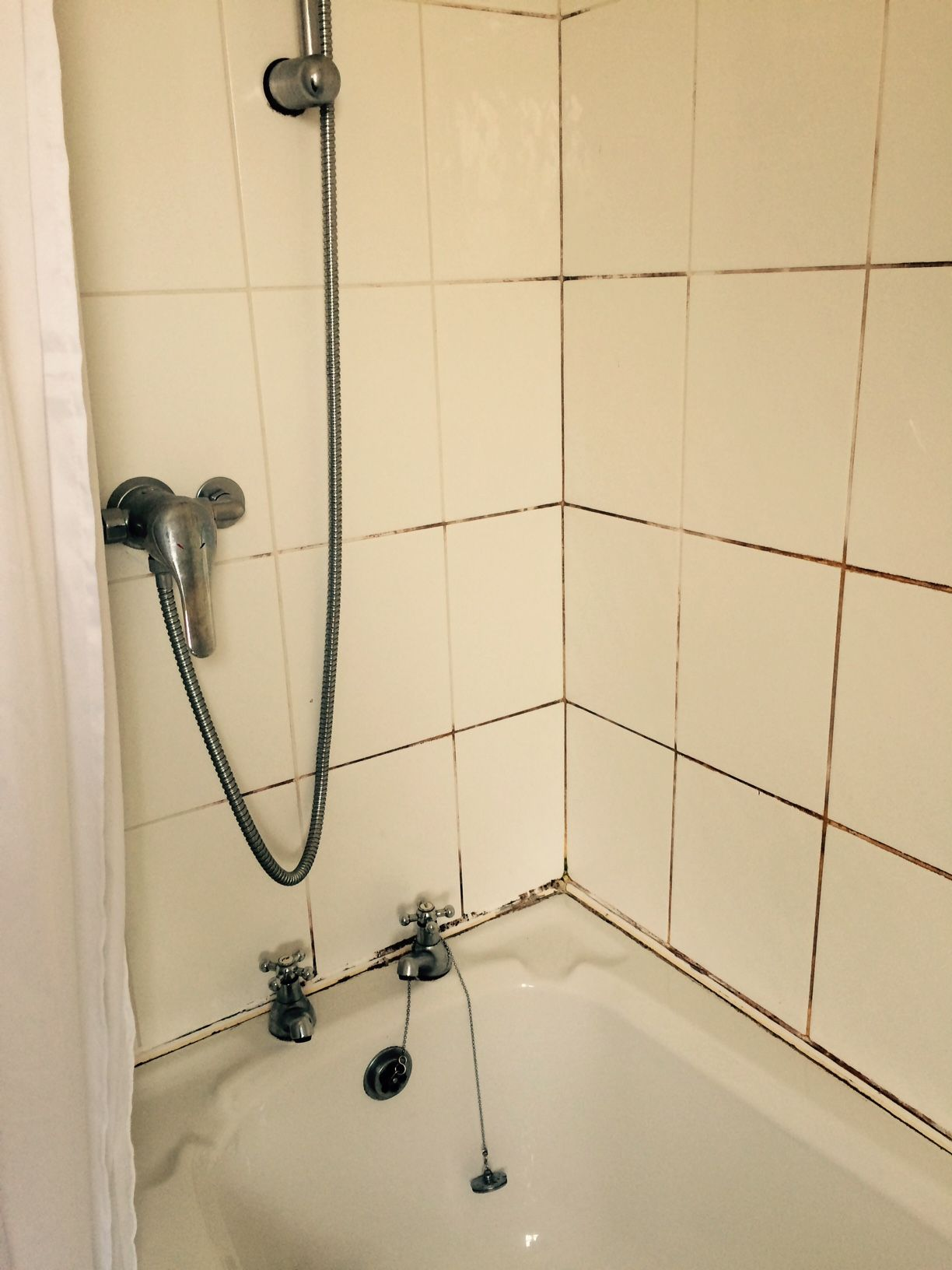 Cleaning And Sealing A Mouldy Ceramic Tiled Shower In Galgate Tile Doctor Lancashire Shower Tile Cleaner Bathroom Shower Tile Clean Bathroom Shower