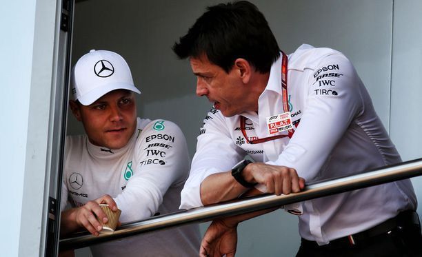 """Mersulla ei ole enää varaa haparointiin, Ferrari ottanut F1-maailman hallitsijaa hurjilla harppauksilla kiinni - """"Oltava huipulla joka viikonloppu"""""""
