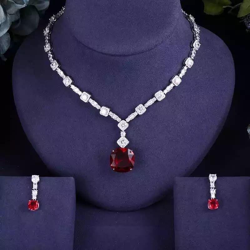 اطقم فاخرة لمعة الماس On Instagram منشن للعرايس فخامة دقة الماس حياكم الله الأسعار داي Womens Necklaces Womens Necklaces Fashion Bridal Jewelry Sets