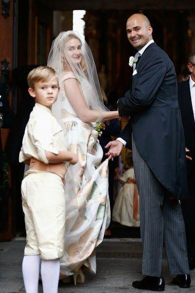 Princess Maria Theresia Von Thurn Und Taxis Her Brother Prince Albert Von Thurn Und Taxis On Her Wedding Day At St Joseph S Chu Royal Brides Bride Wedding