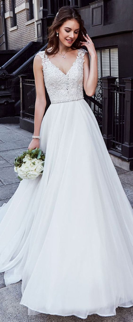 Charming Tulle Wedding Dress Chiffon V-neck Wedding Dress Neckline Natural Waistline A-line Wedding Dress With Beaded Lace Appliques #spitzeapplique