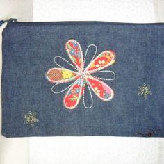 Reserve trousse de maquillage en jean avec fleur en appliqué, vintage
