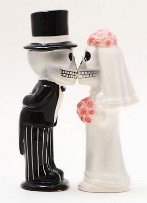 Love Never S Skeleton Wedding Magnetic Salt And Pepper Shakers