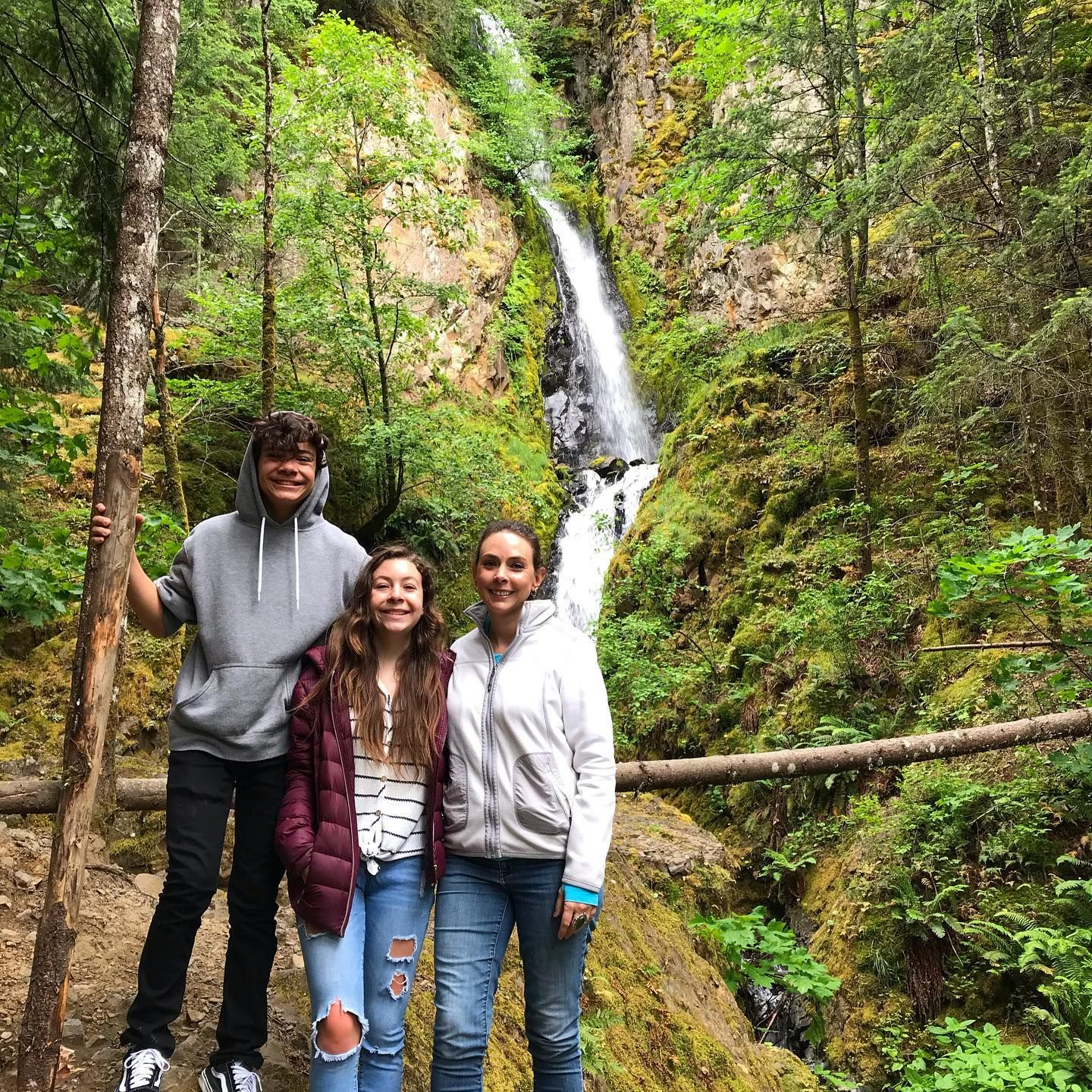 My #hiking buddies. One of my favorite things about #Oregon is all the #waterfall #hikes available.  This one is in between #CascadeLocks and #HoodRiver. On the way to #holeinthewallfalls you will pass cabin creek falls. It's an easy #hike and has lots of places for kids to climb around. #columbiagorge #mommytravels #exploreoregon #oregonexplored #traveloregon