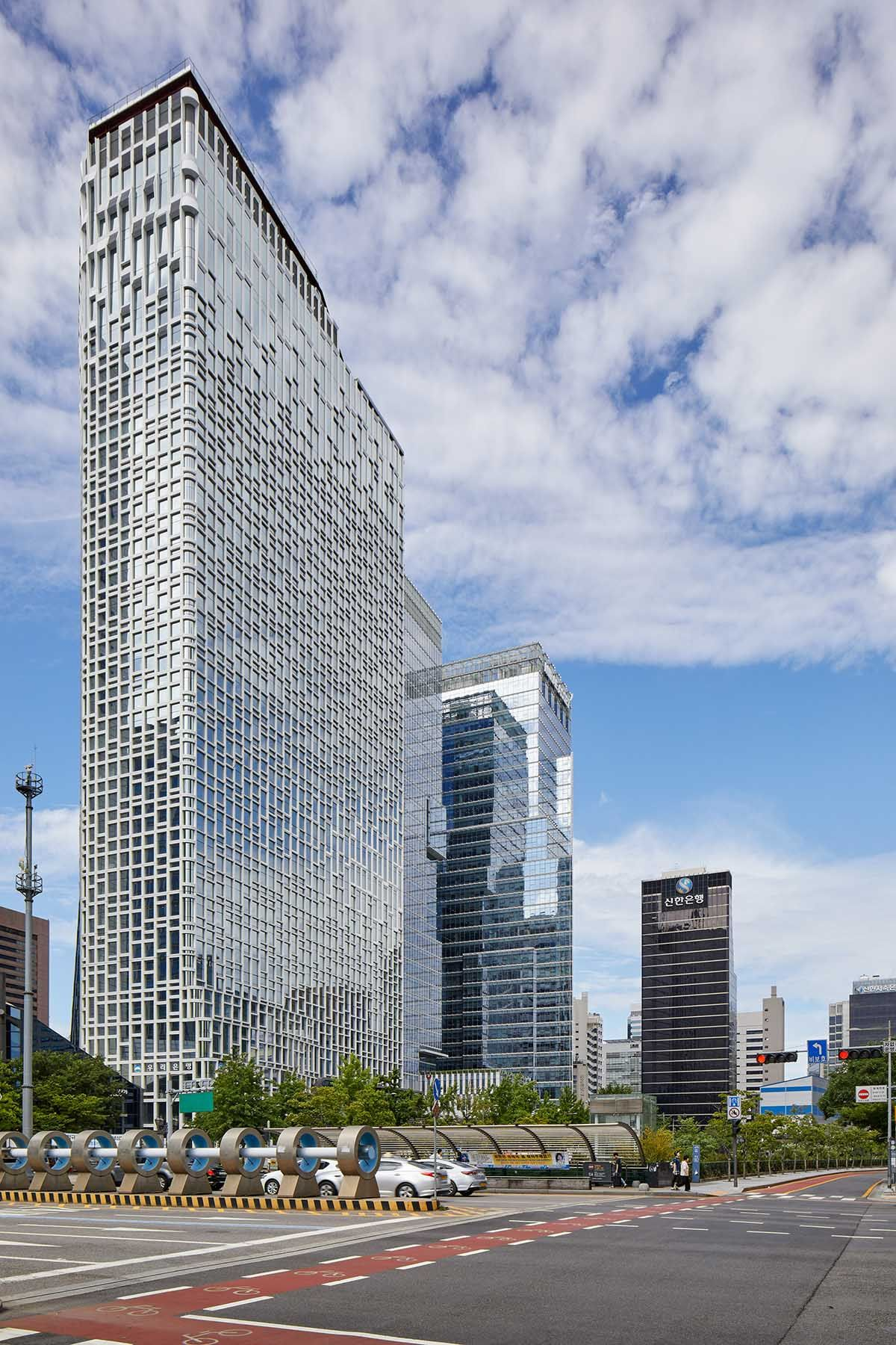 UNStudio remodels Hanwha Headquarters in Seoul with energy-generating facade