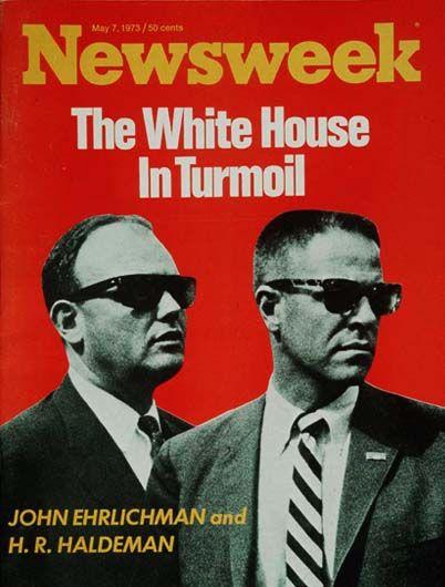 07 de mayo de 1973 - Revista Newsweek (EEUU): John Ehrlichman, asesor de Richard Nixon y Harry Robbins Haldeman, Jefe de Gabinete en el gobierno de Nixon. Ambos fueron despedidos por el Presidente en medio del escándalo Watergate.
