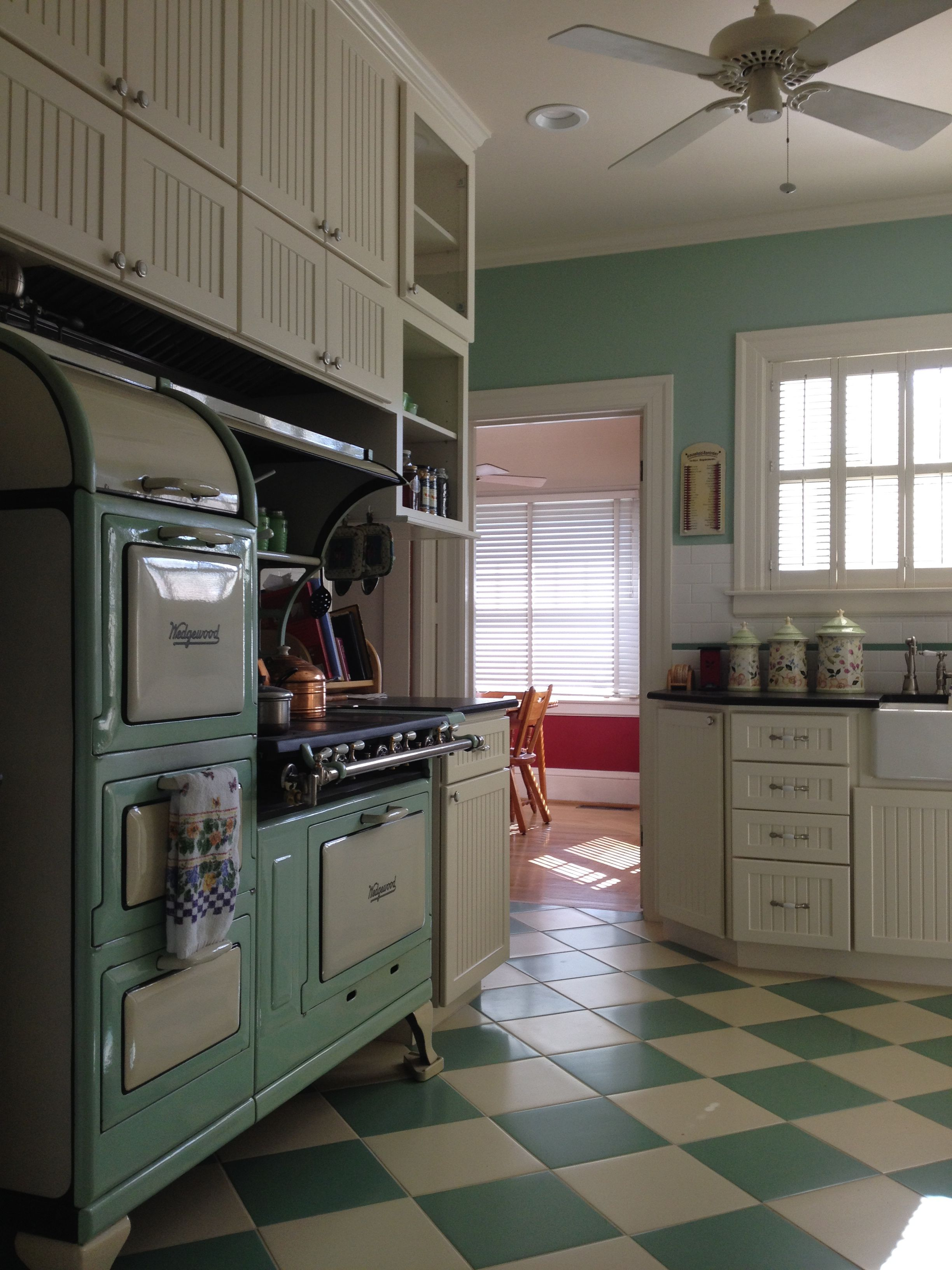 The Kitchen In This Otherwise Beautifully Intact 1926 Home Was Updated In The 1950 S But Lacked The Vis Home Decor Kitchen Vintage Kitchen Decor Vintage House