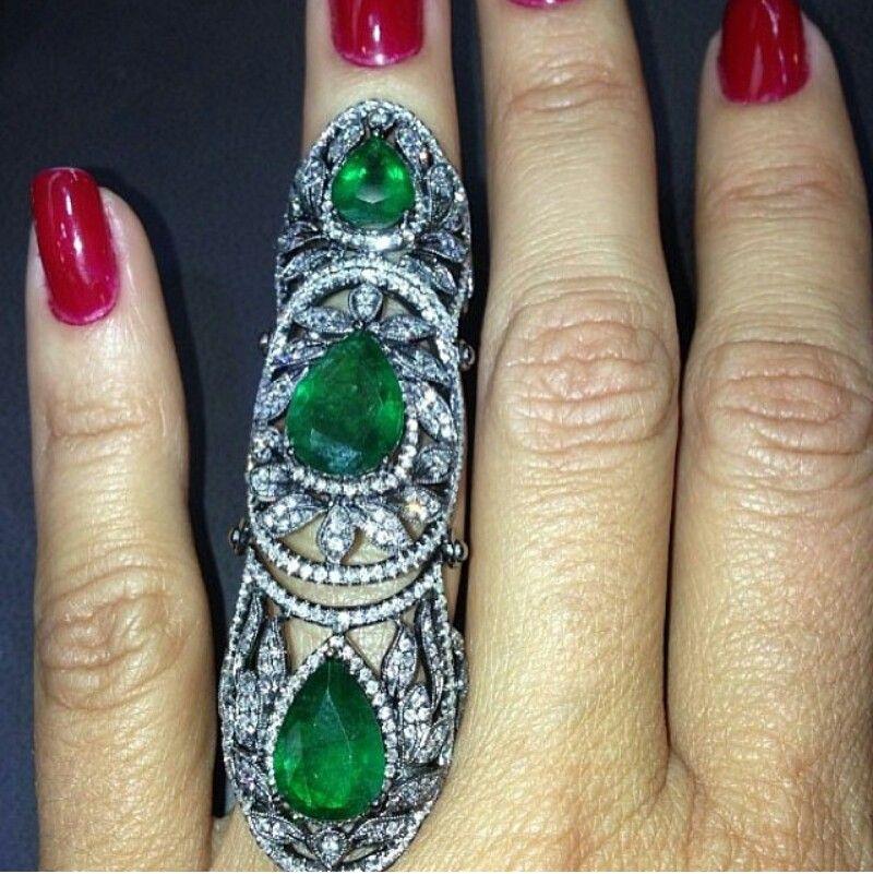 Amazing emerald and diamond armor ring