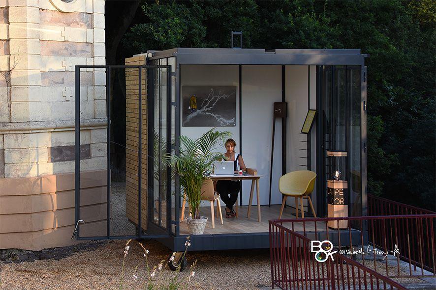 Un cube dans mon jardin un bureau dans mon jardin une chambre dans