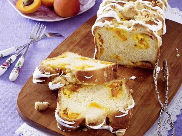 Hefezopf - herrliches Traditionsgebäck zu Ostern - aprikosen-streusel-zopf  Rezept