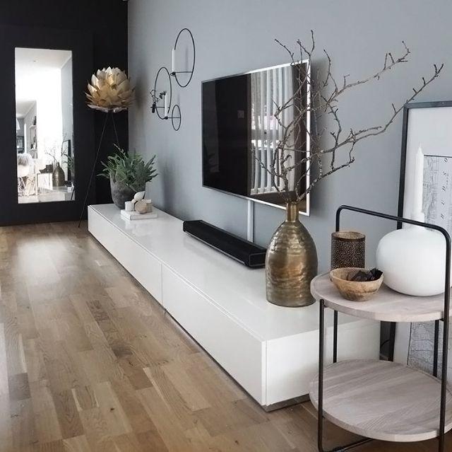 Was für ein wunderschönes Wohnzimmer! Silvia Light Shade und Stativ stehen zur… – Elektroniken Ideen