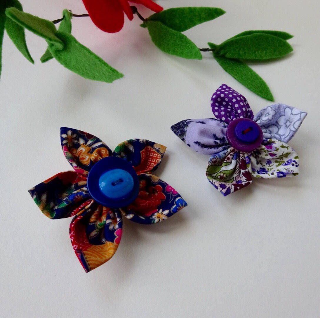Teacher present, Blue flower brooch,corsage, blue