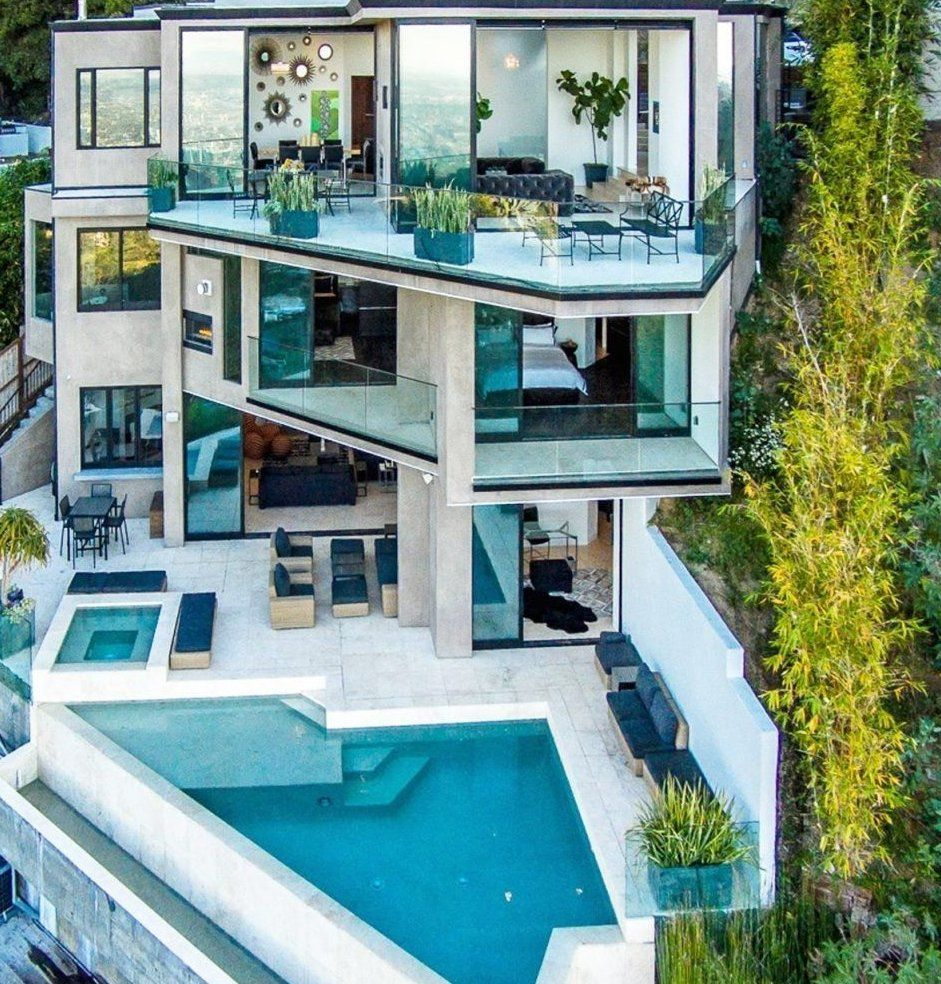 Minecraft Player Jordan Maron Was Upset After His Splashy New 4 5 Million Hollywood Home Was Exposed Although In 2020 Luxury Homes Dream Houses Mansions House Design