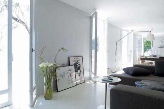 Peinture salon 30 couleurs tendance pour repeindre le salon repeindre gr - Peinture salon gris clair ...