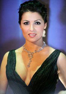 The soprano anna netrebko 39 s album duets magnifico opera singers opera anna - Anna netrebko casta diva ...