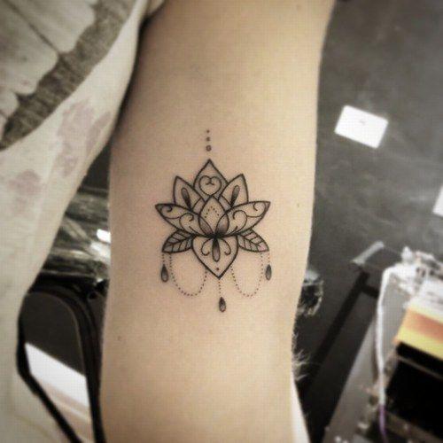 Flor De Loto Tatuaje Para Mujer