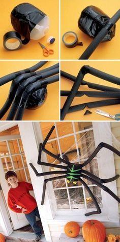 diy halloween deko anleitung haus deko gro e spinne milchflasche ara as pinterest. Black Bedroom Furniture Sets. Home Design Ideas