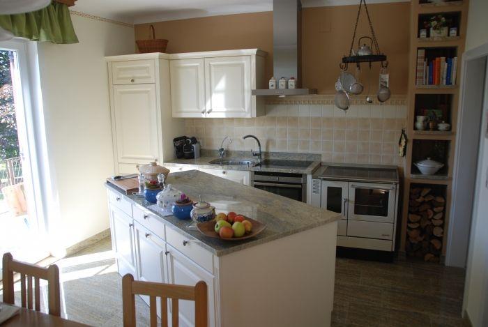 küche im landhaus-stil die kücheninsel ist trotz 350 kg beweglich