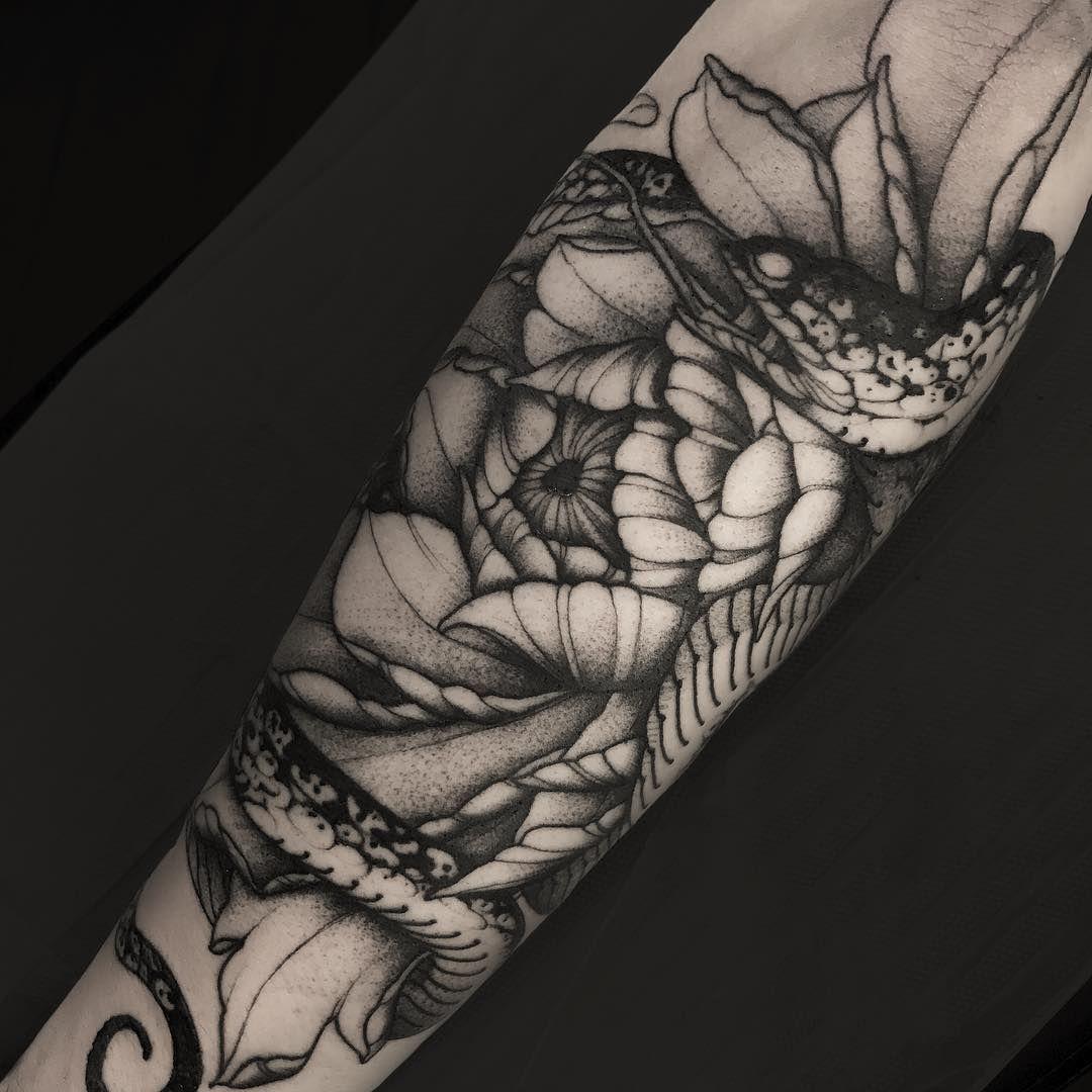 Rattlesnake Wrapped Around Leg Tattoo: Media Manga Tatuaje, Mangas Tatuajes Y