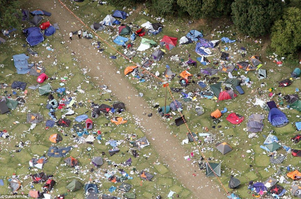 Reading festival & The festivalu0027s over... someone fetch a dustpan and brush: Sea of ...