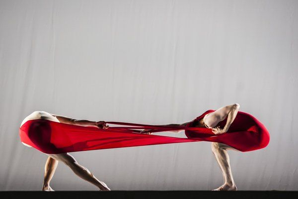 Gravity Fatigue by Hussein Chalayan for Sadler's Wells © Lidia Crisafulli 2015