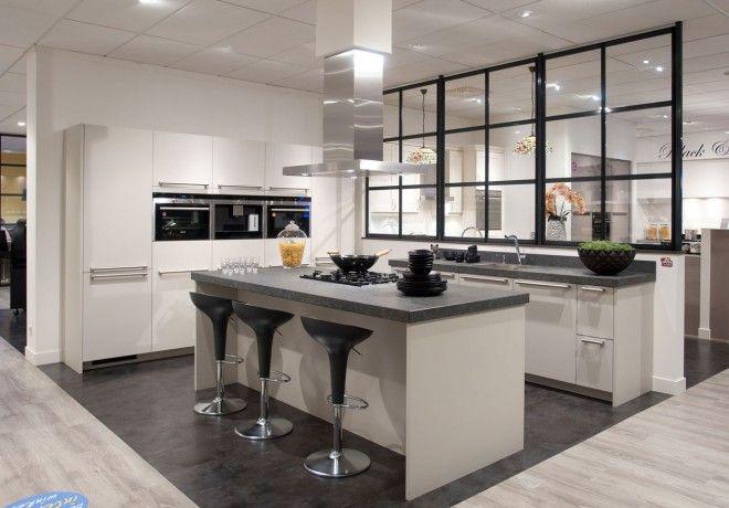 Moderde woonkeuken met een granieten werkblad keukens how to plan